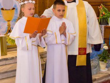 Pierwsza Komunia Święta w parafii 42