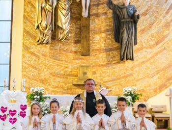 Pierwsza Komunia Święta w parafii 48