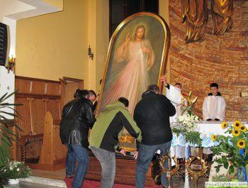 Nawiedzenie obrazu Jezusa Miłosiernego i relikwii św. Jana Pawła II i św. s. Faustyny 12