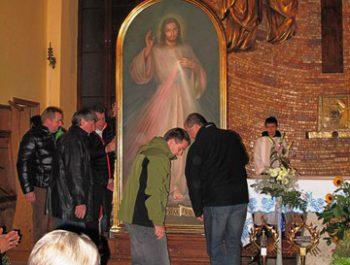 Nawiedzenie obrazu Jezusa Miłosiernego i relikwii św. Jana Pawła II i św. s. Faustyny 13