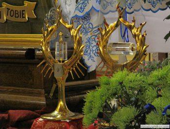 Nawiedzenie obrazu Jezusa Miłosiernego i relikwii św. Jana Pawła II i św. s. Faustyny 33