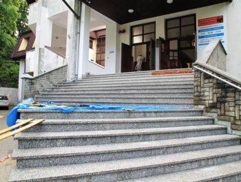 Ciąg dalszy prac remontowych schodów do kościoła 12