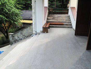 Ciąg dalszy prac remontowych schodów do kościoła 14