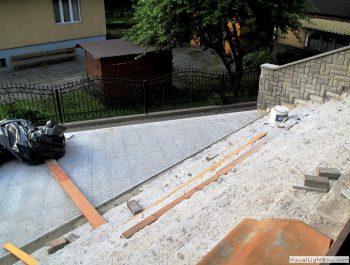 Ciąg dalszy prac remontowych schodów do kościoła 7