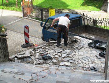 Wznowiono prace remontowe schodów do kościoła 3