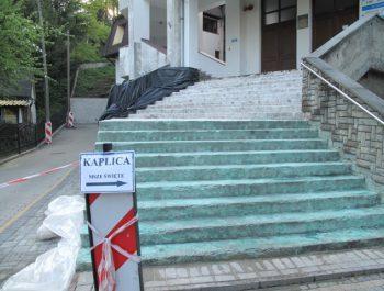 Wznowiono prace remontowe schodów do kościoła 6