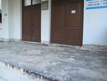 Wznowiono prace remontowe schodów do kościoła 9