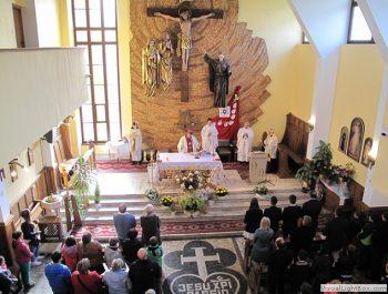 Wizytacja kanoniczna Ks. Biskupa i bierzmowanie młodzieży Biskupa 17