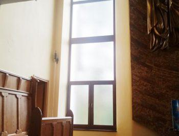 Kolejna praca remontowa za nami … Witraże w prezbiterium 2