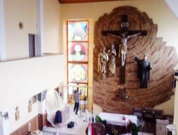 Kolejna praca remontowa za nami … Witraże w prezbiterium 3