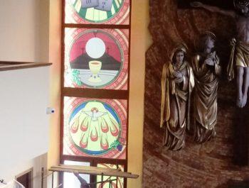 Kolejna praca remontowa za nami … Witraże w prezbiterium 4
