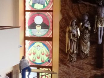 Kolejna praca remontowa za nami … Witraże w prezbiterium 5
