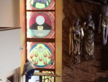 Kolejna praca remontowa za nami … Witraże w prezbiterium 6
